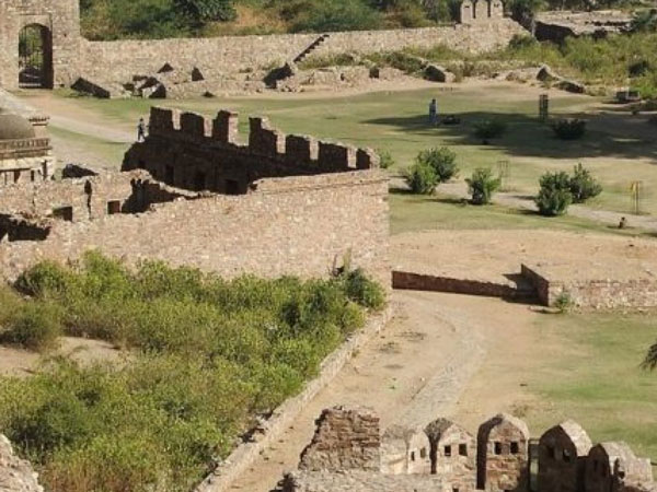 bhangarh  Taxi Services